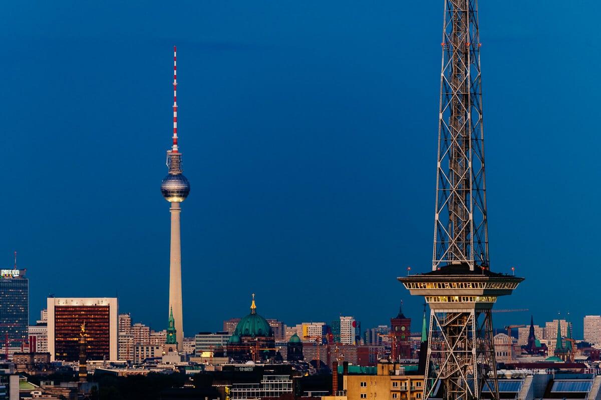 Berlin Skyline zur Blauen Stunde, (Foto copyright - Frank Weber - Berlin - frankwwweber.de)